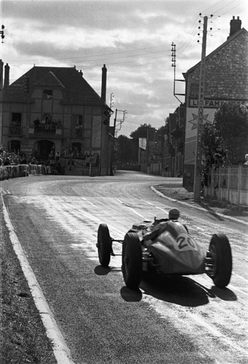 Louis Chiron braking for the turn during the Grand Prix de Reims
