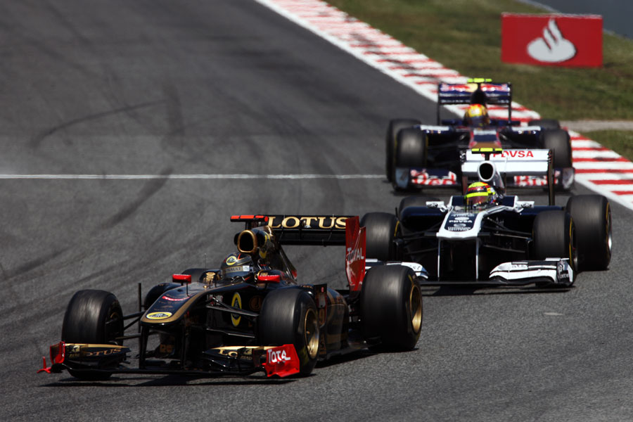 Nick Heidfeld leads Pastor Maldonado and Jaime Alguersuari