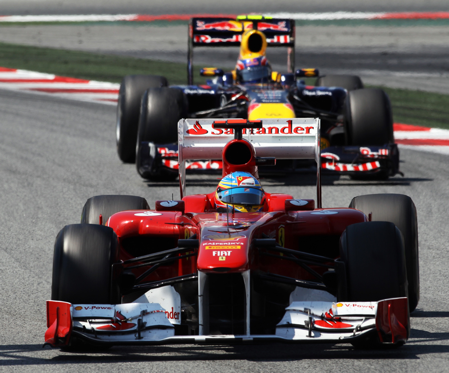 Mark Webber struggles to find a way past Fernando Alonso