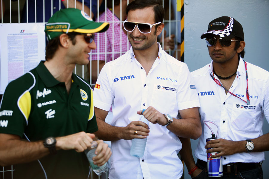 Jarno Trulli, Tonio Liuzzi and Narain Karthikeyan chat before the drivers' parade