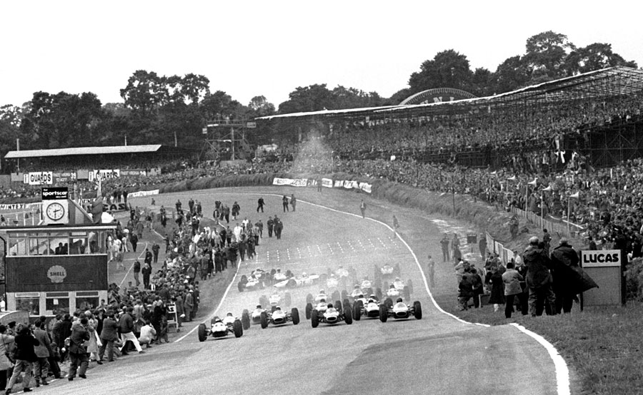 Jim Clark leads the field away in front of 100,000 spectators