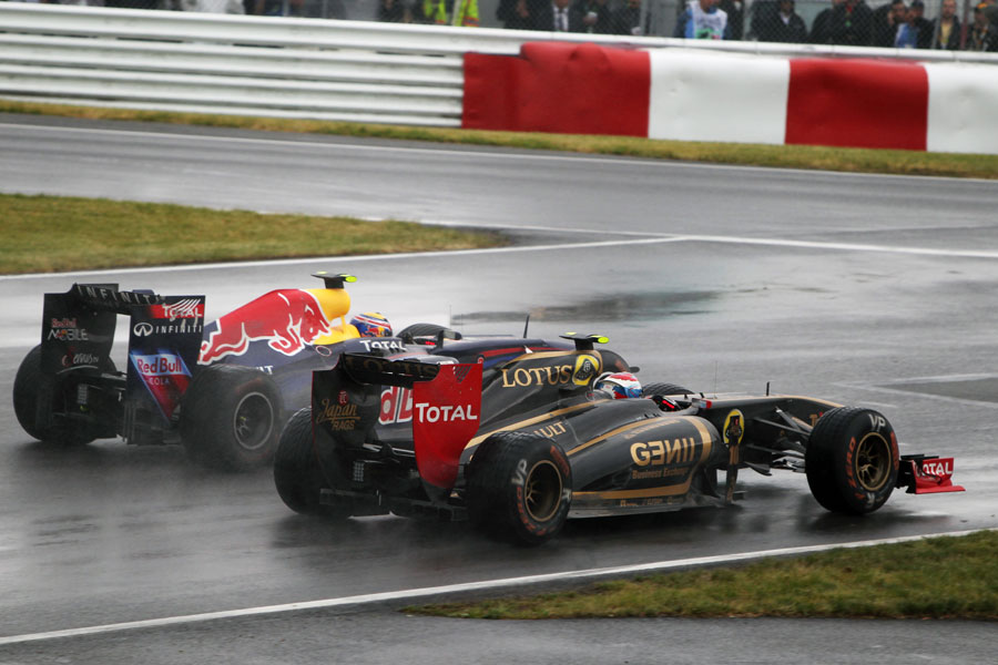 Vitaly Petrov and Mark Webber battle for position