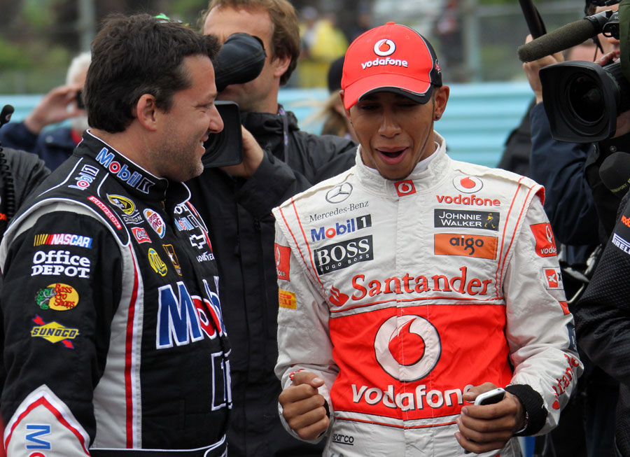 Tony Stewart and Lewis Hamilton compare notes on NASCAR and F1