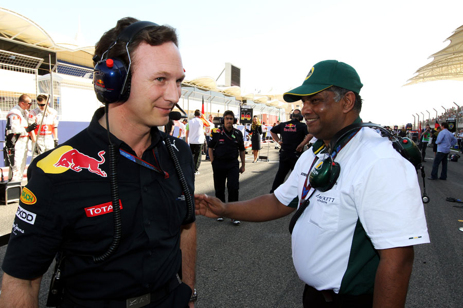 Christian Horner and Tony Fernandes chat on the grid