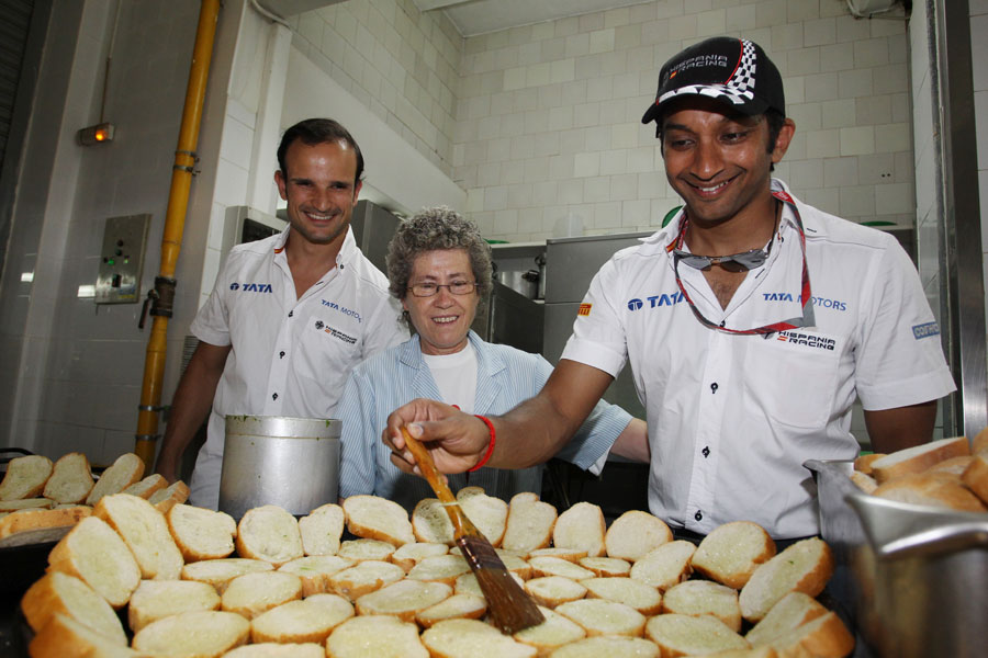 Narain Karthikeyan and Tonio Liuzzi get to work in the kitchen of a famous paella restaurant