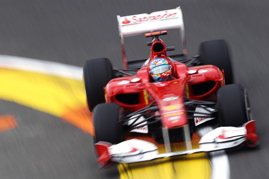 10651 - Alonso heads Hamilton in Valencia