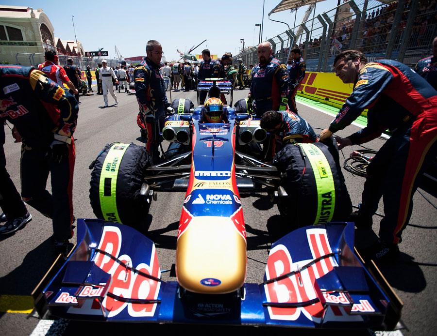 Toro Rosso mechanics prep Jaime Alguersuari's car on the grid