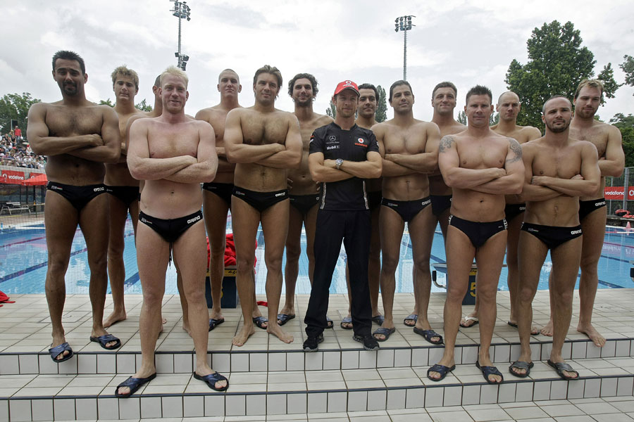 Jenson Button meets the Hungarian national waterpolo team