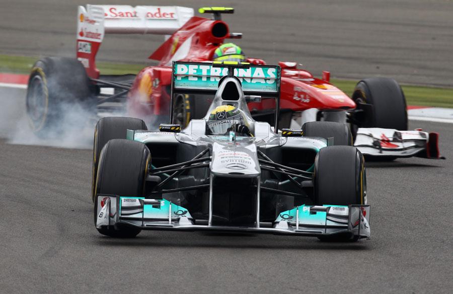 Felipe Massa puts pressure on Nico Rosberg