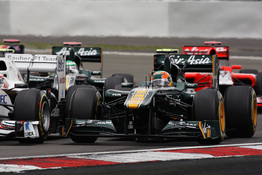 Karun Chandhok goes wheel-to-wheel  with Sergio Perez at the start of the race