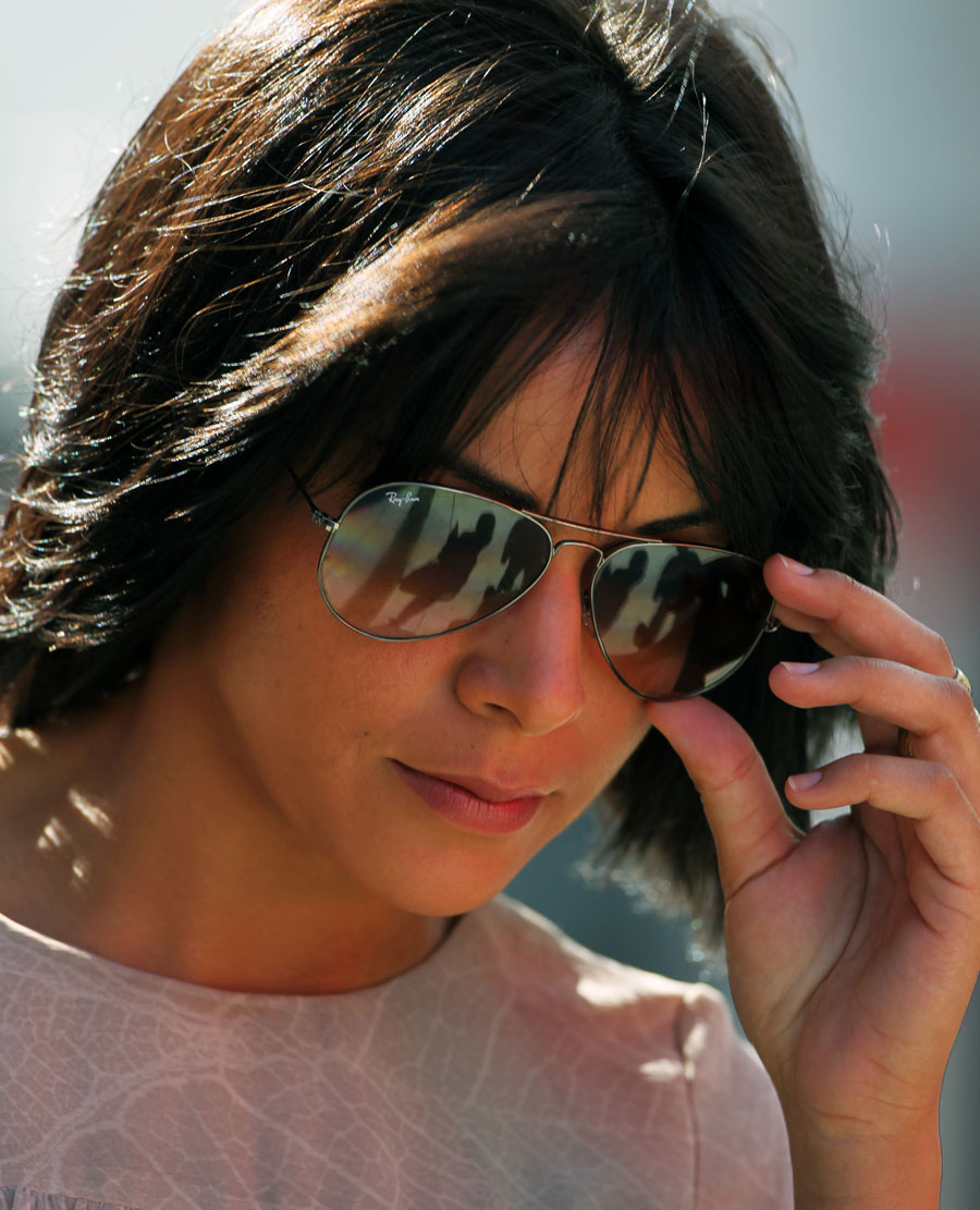 Fernando Alonso's wife Raquel del Rosario arrives in the paddock