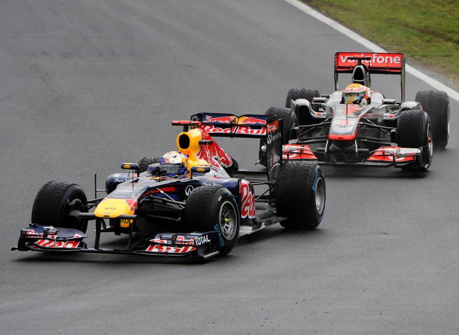 Lewis Hamilton puts pressure on Sebastian Vettel