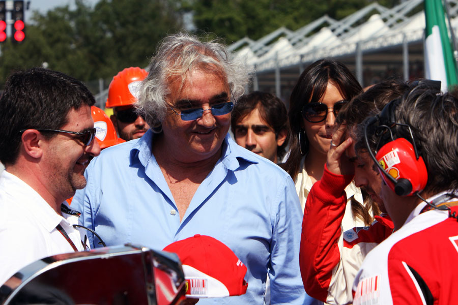 Flavio Briatore talks to Fernando Alonso on the Monza grid