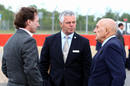 Derek Warwick talks to Sir Stirling Moss and Christian Horner