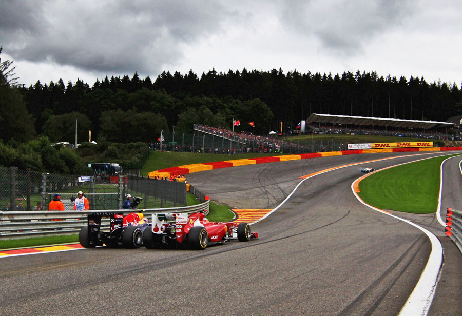 Mark Webber passes Fernando Alonso through Eau Rouge