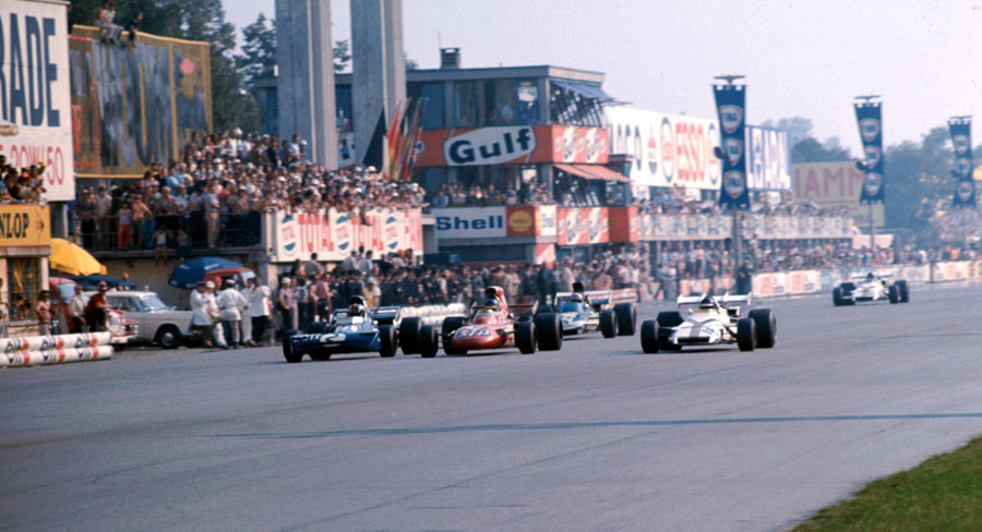 Peter Gethin just edges out Ronnie Peterson, Francois Cevert, Mike Hailwood and Howden Ganley to win the Italian Grand Prix