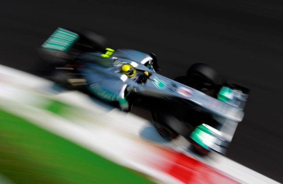 Nico Rosberg targets the apex of the Parabolica