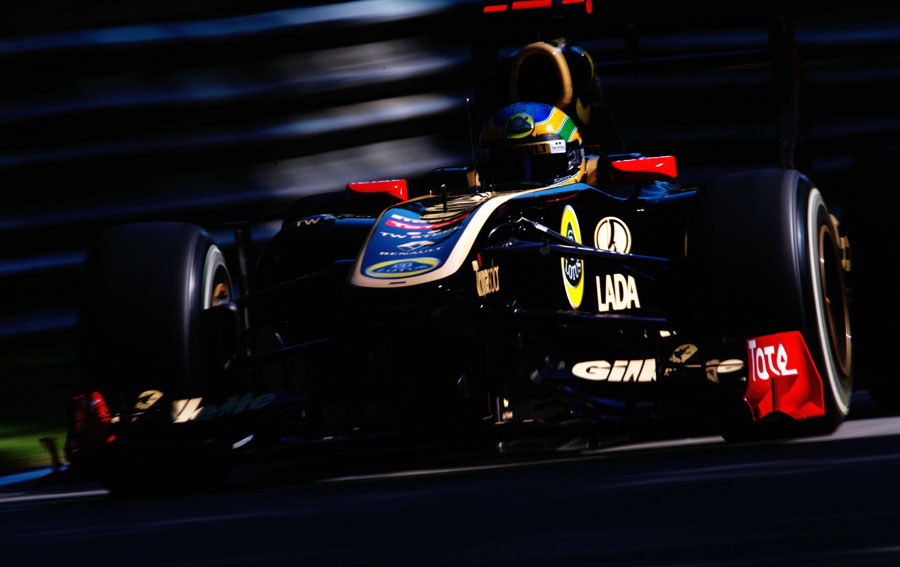 Bruno Senna blasts through the shadows