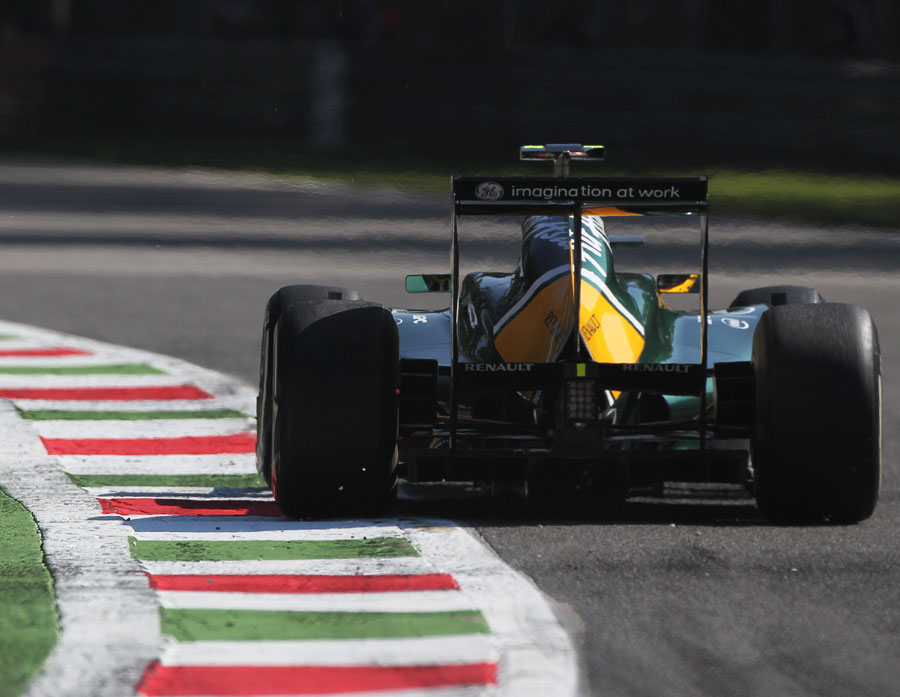 Karun Chandhok exits the second chicane