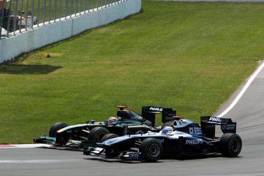 Jarno Trulli and Rubens Barrichello battle for position