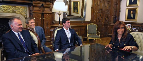 Argentina's president Cristina Fernandez de Kirchner meets with Jose Maria Lopez and US F1's sporting director Peter Windsor
