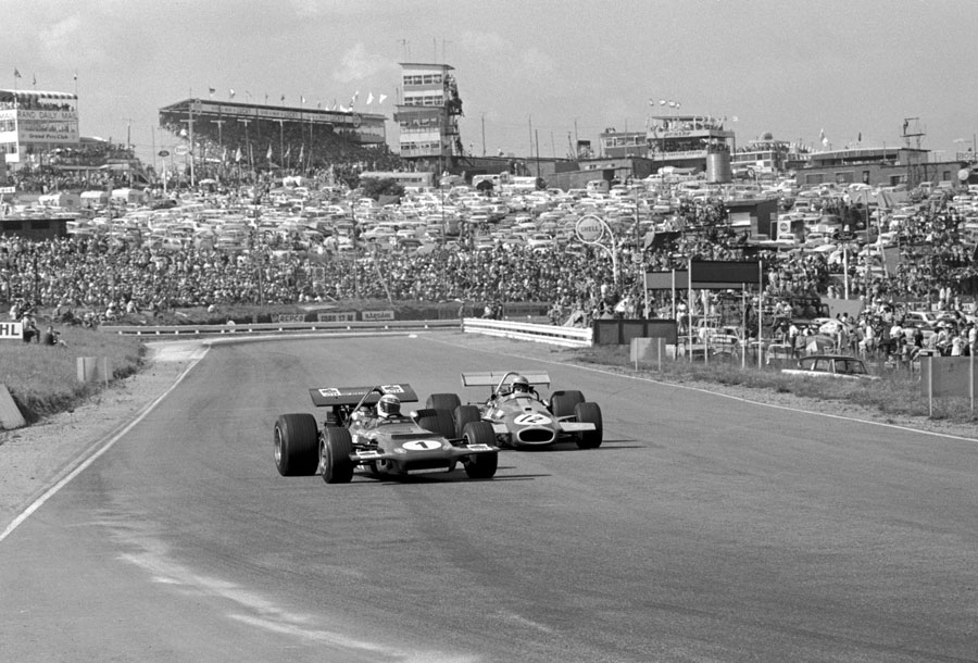 Jack Brabham looks for a way past Jackie Stewart early in the race