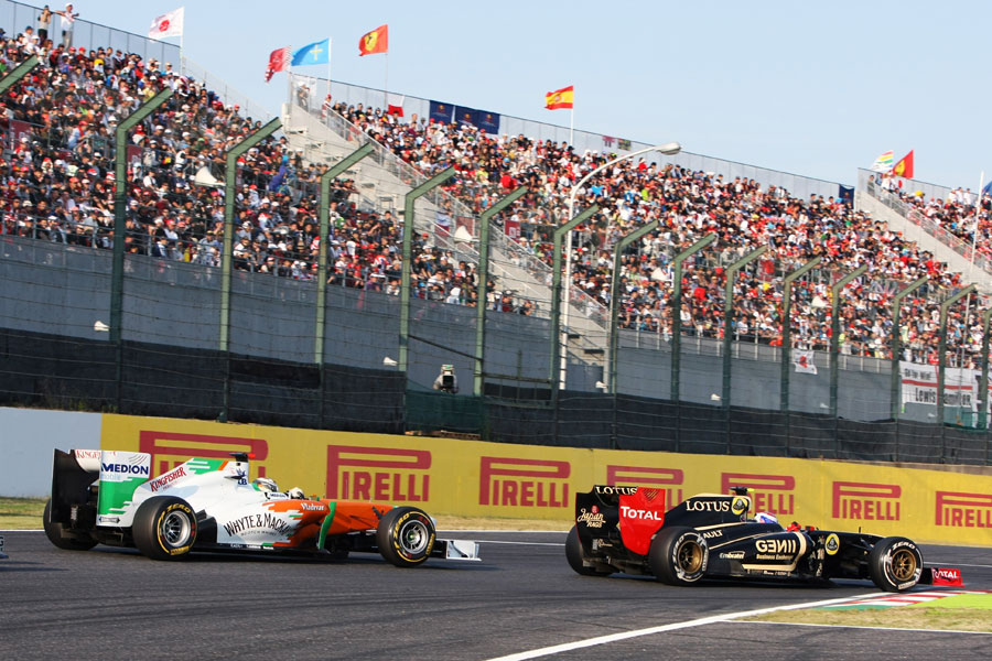 Vitaly Petrov holds off Adrian Sutil in to the chicane