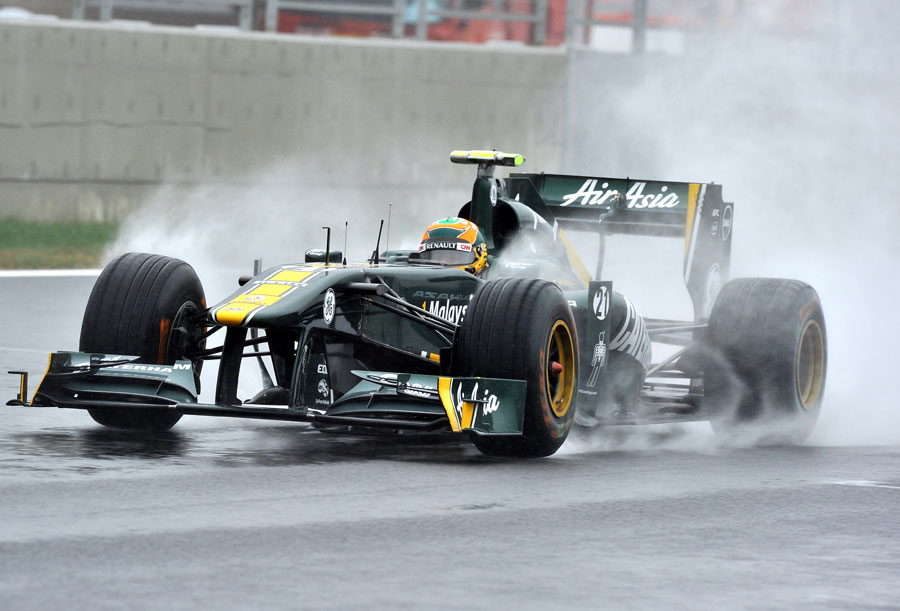 Karun Chandhok ploughs through standing water
