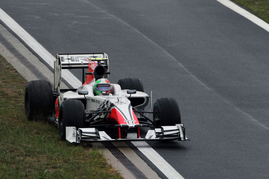 Tonio Liuzzi puts two wheels on the grass