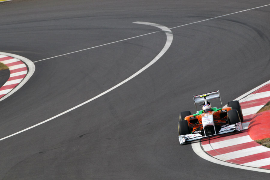 Paul di Resta attacks the final corner