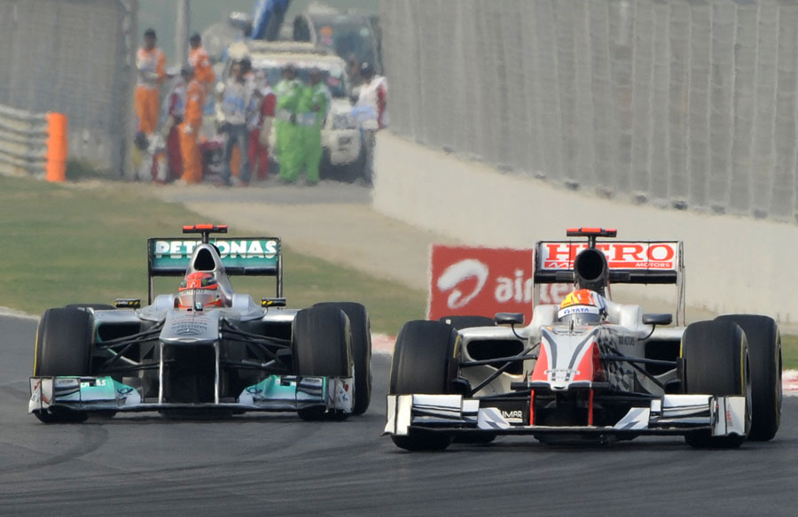 Michael Schumacher closes on Narain Karthikeyan