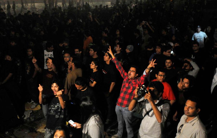 12536 - Metallica concert organisers arrested