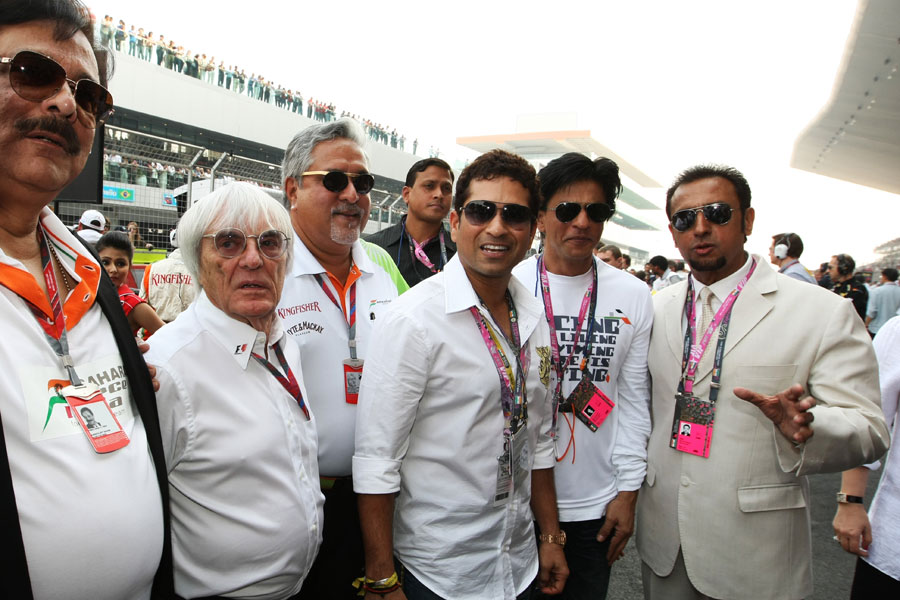 Bernie Ecclestone on the grid with Vijay Mallya, Sachin Tendulkar, Shahrukh Khan and Gulshan Grover