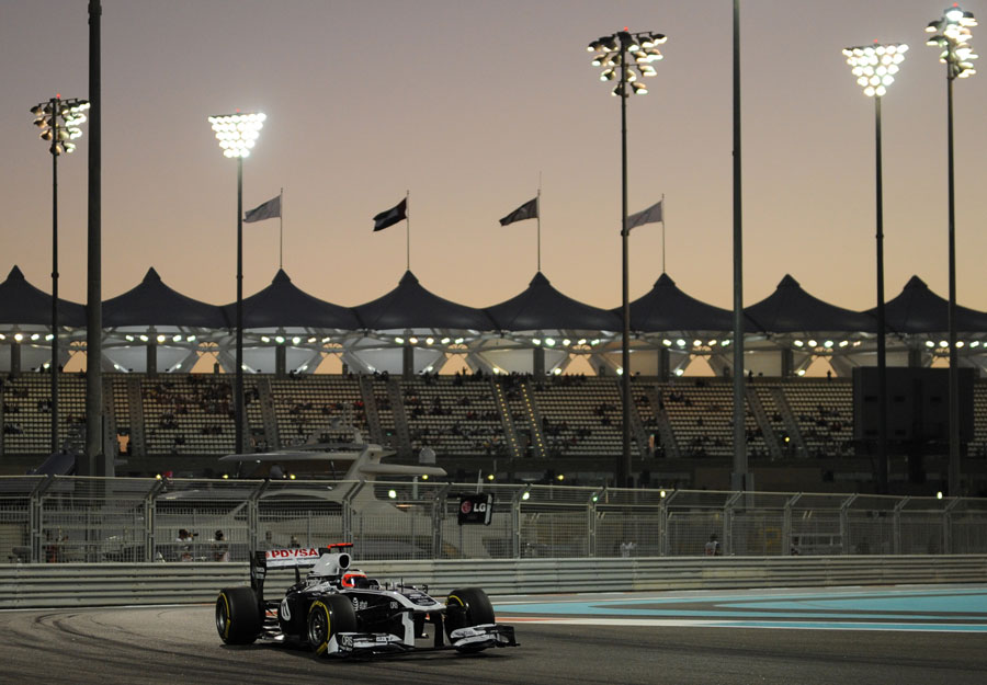 Rubens Barrichello guides his Williams under the floodlights