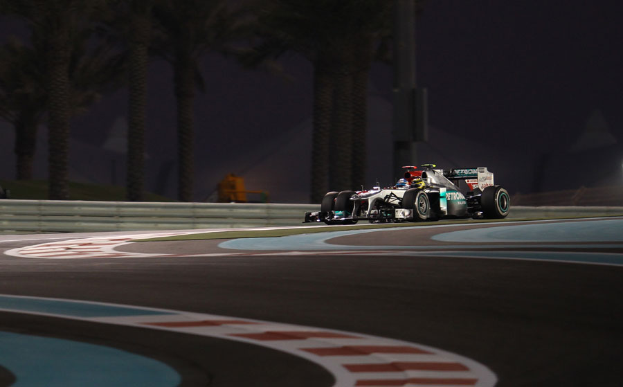 Nico Rosberg and Fernando Alonso battle for track position during Q3