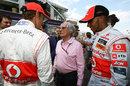 Bernie Ecclestone chats to Jenson Button and Lewis Hamilton