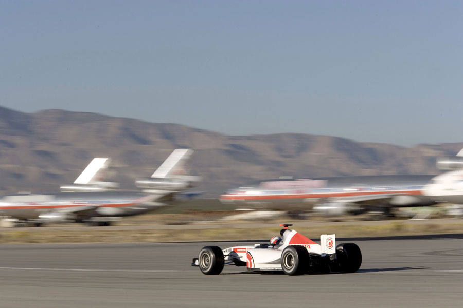 Alan van der Merwe driving a modified BAR Honda Formula One car recorded a speed of over 400km/h at a shakedown for the record attempt