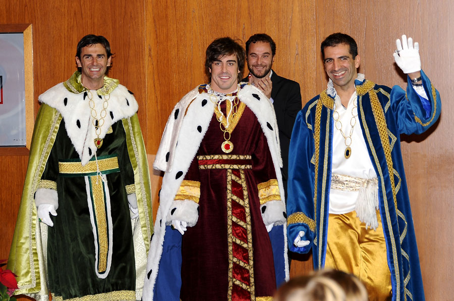 Pedro de la Rosa, Fernando Alonso and Marc Gene dress up as the three wise men