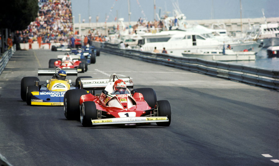 Niki Lauda leads Ronnie Peterson early in the race