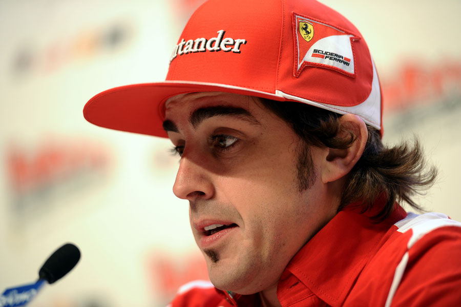 13102 - Fernando Alonso welcomes new arrivals