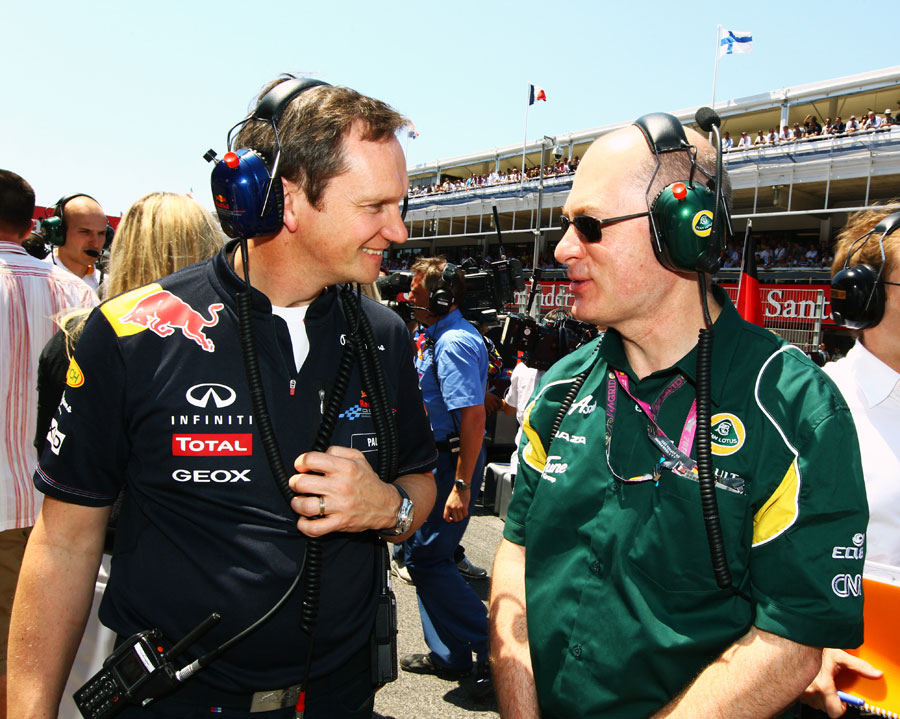 New Lotus technical director Mark Smith talks to Red Bull's Paul Monaghan on the grid