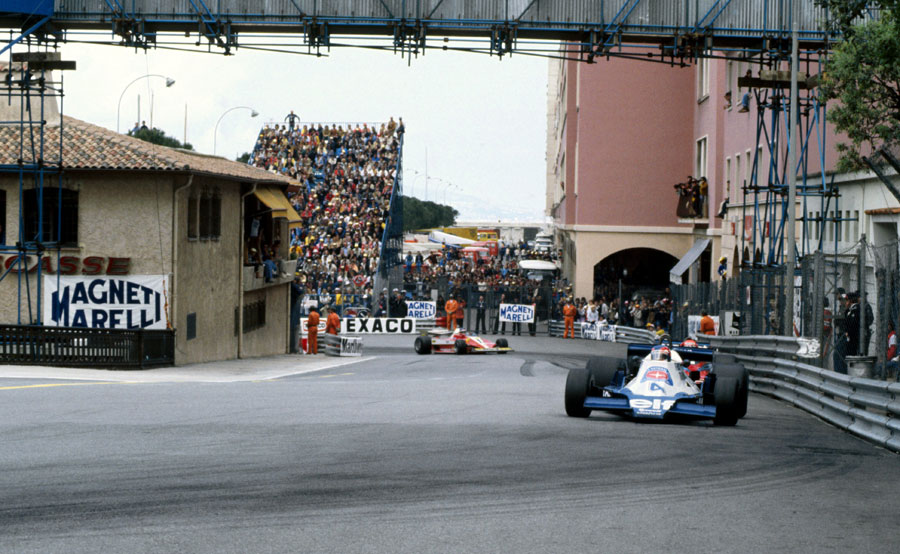 Patrick Depailler powers away from Rascasse