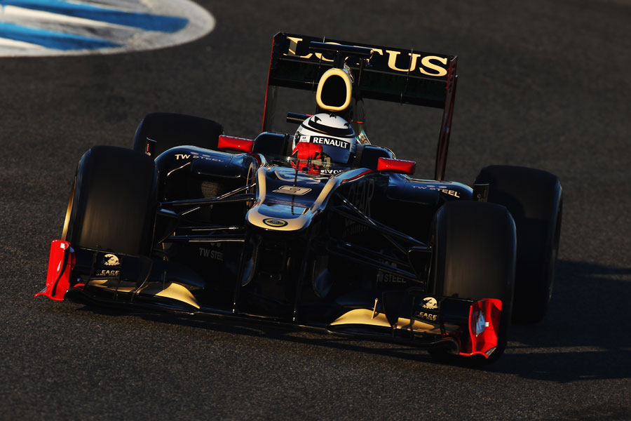 Kimi Raikkonen on track in the Lotus E20
