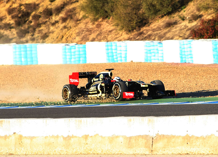 Kimi Raikkonen runs wide in to the gravel