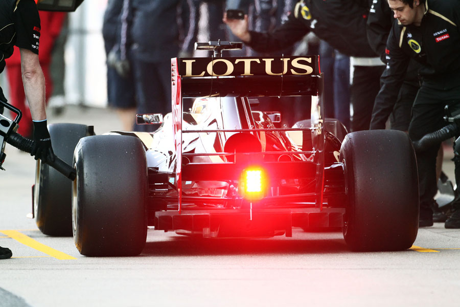 13475 - Lotus leaves Barcelona test early due to chassis issues