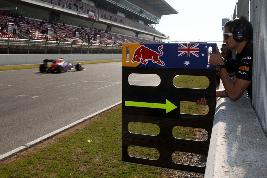 13553 - Webber singles out McLaren threat