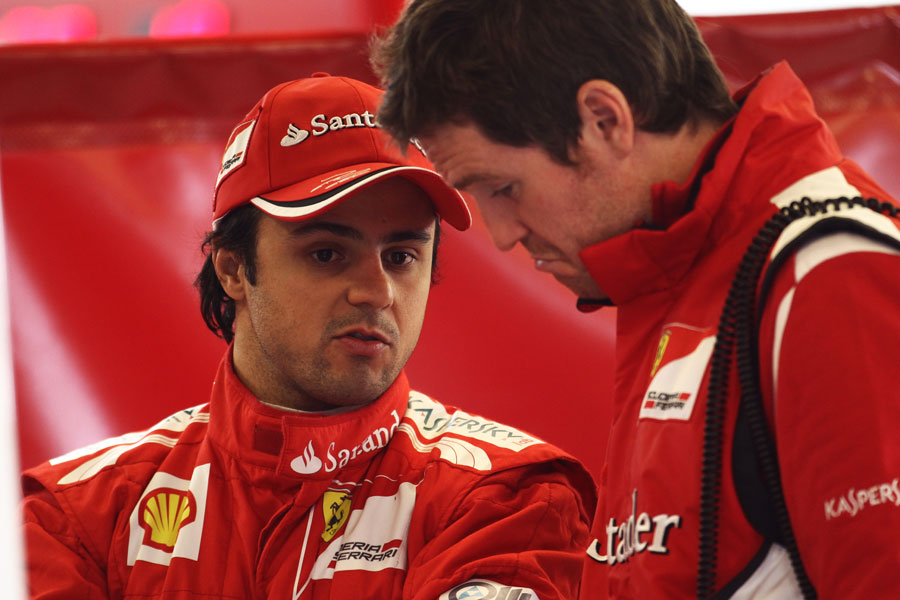 Felipe Massa talks to his race engineer Rob Smedley