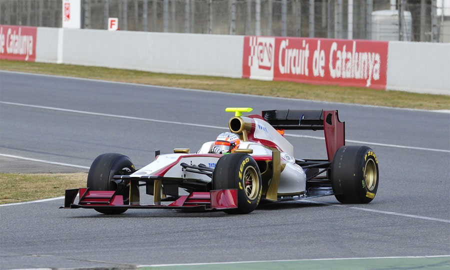 Narain Karthikeyan puts the first miles on the HRT F112