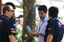 Jaime Alguersuari talks with ex-colleagues from Toro Rosso