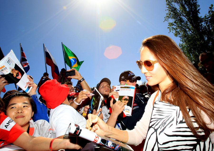 Jenson Button's girlfriend Jessica Michibata meets the fans